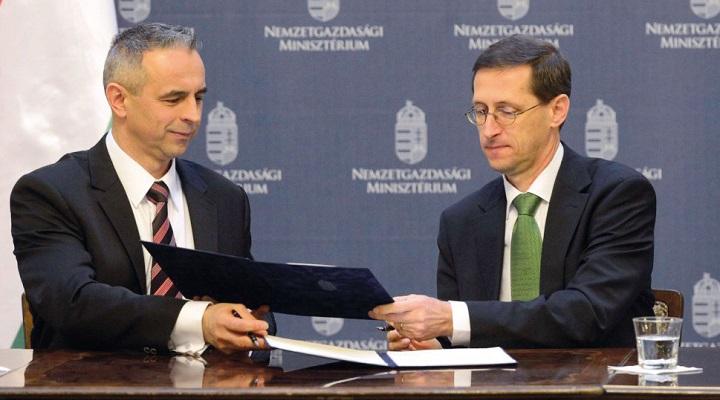 ff759524cd42 A járműipari beszállító Delphi cégcsoporttal kötött stratégiai együttműködési  megállapodást a kormány, a dokumentumot Varga Mihály nemzetgazdasági  miniszter ...