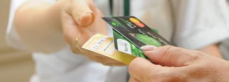 Ingyenes lesz a bankkártyás csekkbefizetés